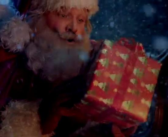 Coca-Cola рассказала о подозрительном Санте в рождественском ролике о принятии